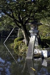 kenrokuen lantern photo kanazawa
