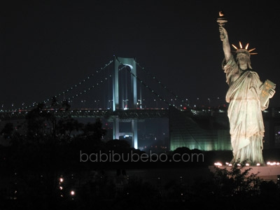 statue of liberty and rainbow bridge odaiba